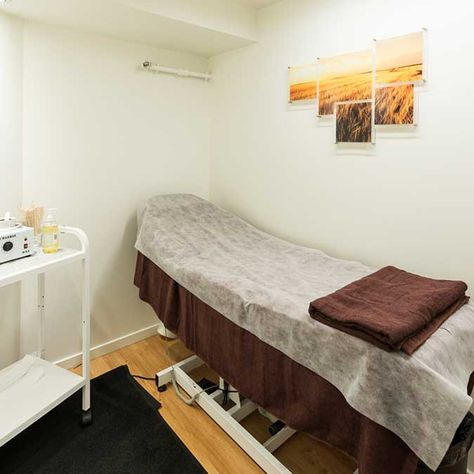 spa room with massaging bed